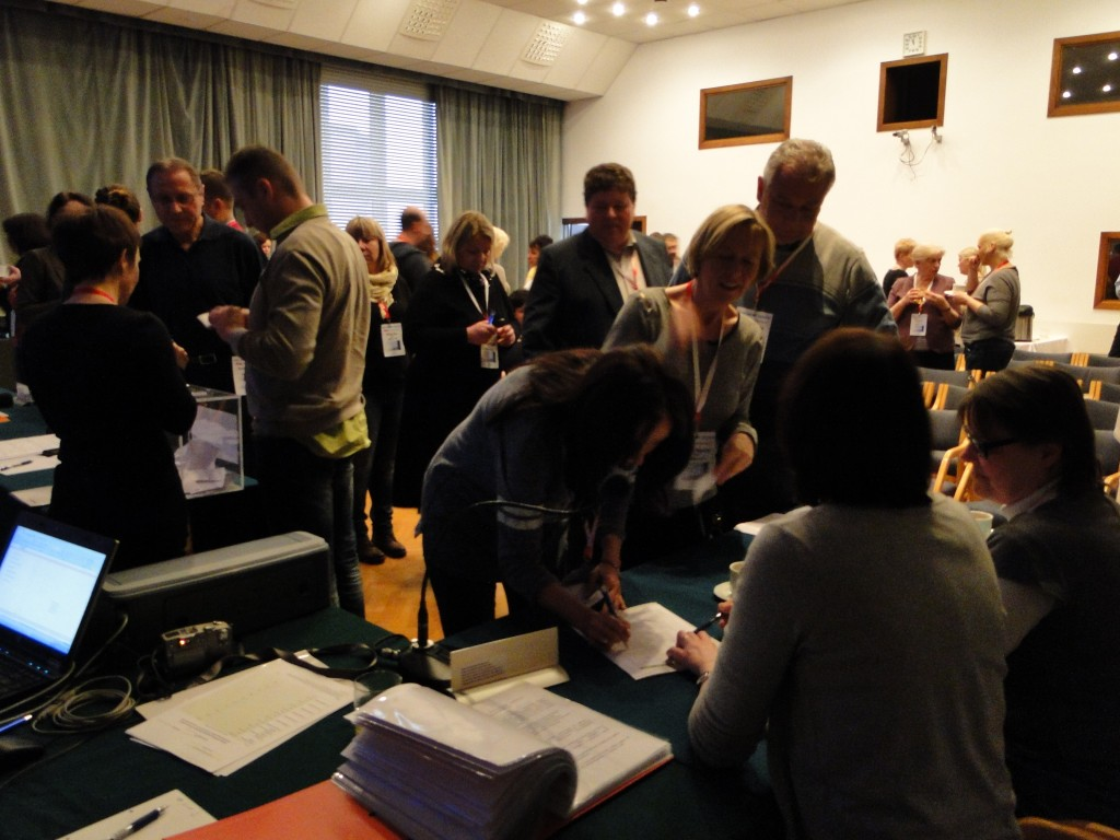 Komisja Skrutacyjna w trakcie przeprowadzania głosowania