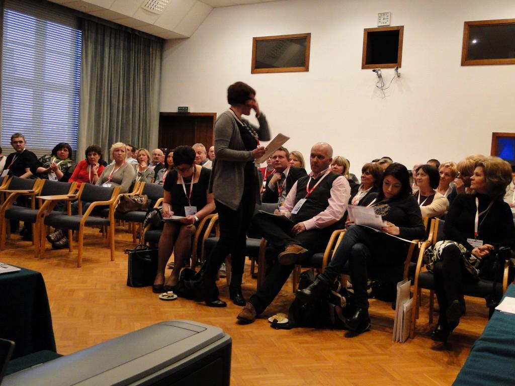 Delegatki i Delegaci Fabryki w drugim planie