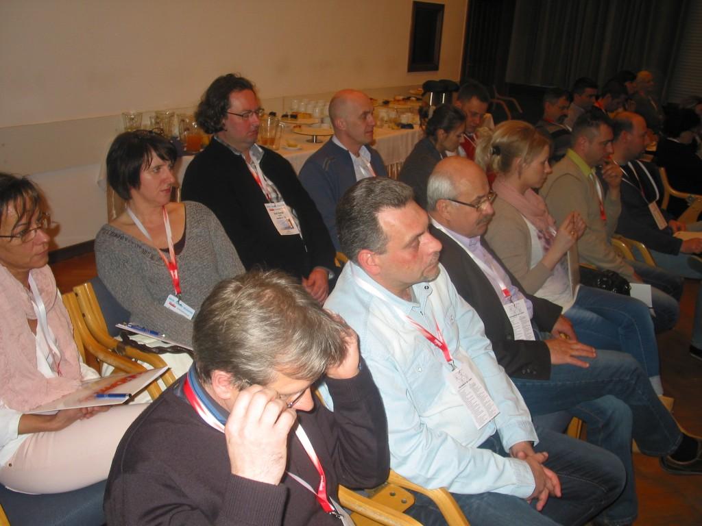 Delegaci Maści i Czopków na pierwszym planie